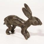 Petite statue en bronze en forme de lapin - www.arts-ethniques.com