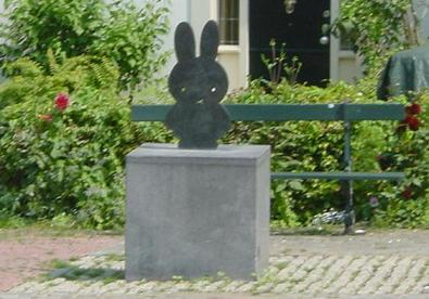 La statue de Miffy sur Nijntjepleintje, à Utrecht, aux Pays-Bas