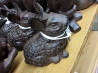Figurines lapins en fonte coulée main - ©www.le-monde-des-lapins.fr