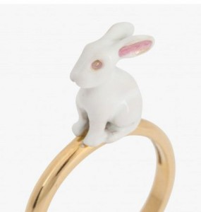 Bague Rabbit en or jaune 18 carats laqué de Solange Azagury Partridge